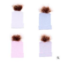 Kürk Şapka Pom Pom Kız Erkek Sıcak Bebek Şapka Kış Sonbahar Yenidoğan Çizgili Kapaklar Hastane Şapka Yumuşak Beanies Fotoğraf Şapkalar 0-6 M Ücretsiz Kargo nereden