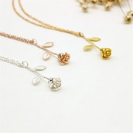 Wholesale Wholesale Boho Fashion - New Delicate Rose Flower Pendant Necklace Women Boho Vintage Charm Necklaces Wedding Bridesmaid Fashion Fine Jewelry Valentine's Day A547