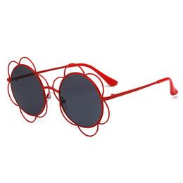 db76994a06727 Corte de flor Redonda Óculos De Sol Das Mulheres 2018 Marca de Luxo Azul  Rosa Senhoras Shades Retro Vintage Óculos de Sol Feminino UV FML óculos de  sol ...