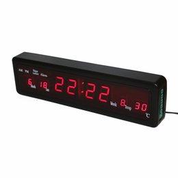 Canada Horloges électroniques d'alarme de bureau Digital LED Horloge murale avec température intérieure Calendrier Semaine Date Houly Carillon Rouge Affichage cheap indoor electronic display Offre