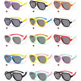 2019 montou clássico Clássico Lente Retro crianças óculos de Sol Do Esporte Ao Ar Livre Equitação Silicone Segurança Software Polarizada Crianças Óculos De Sol De Plástico Quadro LJJG28 desconto montou clássico