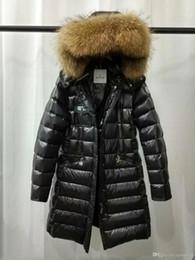 Марка зимние женские куртки черный 95% Белый утка вниз пальто с меховым воротником енота с капюшоном белый красный женский мыслитель одежда продажа от