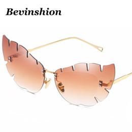 Кошачий глаз в форме очков оптом онлайн-Оптовая прибытие 2018 перо форма бабочка Cat Eye солнцезащитные очки Женщины розовый зеркало нерегулярные линзы Марка дизайнер показать солнцезащитные очки
