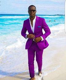 Cravatte di nozze viola online-Cool Purple Groomsmen Peak Risvolto Due bottoni (giacca + pantaloni + cravatta) Smoking dello sposo Groomsmen Best Man Suit Abiti da sposo uomo Sposo