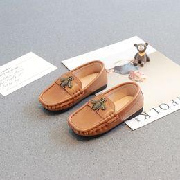 Chaussures de dressage pour garçon en Ligne-Enfants en cuir chaussures 2018 Hot nouvelle version coréenne enfants abeilles bande dessinée garçons filles de luxe robe de mariée chaussures taille 21-30