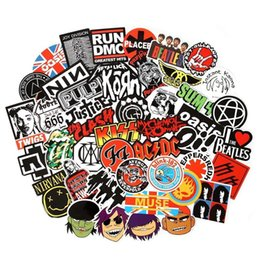100 Pcs-Pack Rock and Roll Musique Band Punk Stickers Pack Vinyle Guitare Autocollants pour Orgue Électronique Guitare Piano Violon Planche À Roulettes Stickers De Voiture ? partir de fabricateur