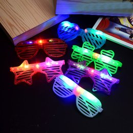 2019 ha portato i giocattoli degli amanti 1Pc Kids Digital LED luminosi Occhiali Lover Heart Star Accessori per feste Occhiali colorati Novità Giocattoli Regali di compleanno sconti ha portato i giocattoli degli amanti