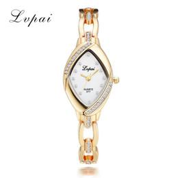 Reloj de diamantes de imitación barato online-Dropshipping Luxury Ladies Bangle Relojes para Mujeres Rhombus Cheap Gold Rhinestone Watch Dress Relojes de pulsera de cuarzo Relojes
