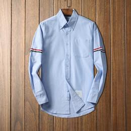 Homme en tenue normale en Ligne-Chemise en coton blanc rayé de luxe de créateur forme hommes chemises formelles à manches longues pour les hommes avec des chemises habillées pour hommes de poche ajustement normal en gros D3