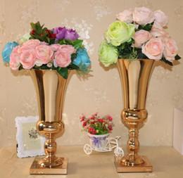vasi bianchi blu nozze Sconti Vasi di fiori in metallo per decorazioni di fiori nuziali Nuovo arrivo con design elegante in oro rosa / argento colore SN489