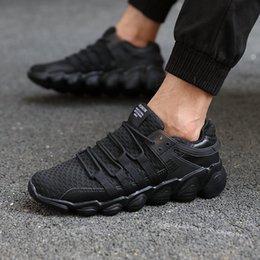 homens adultos acendem sapatos Desconto Tênis de corrida Para Homens Original Famosa Marca Light Lace-Up Big Man Sneakers adultos Air Mesh Respirável Mens Sapatos Esportes