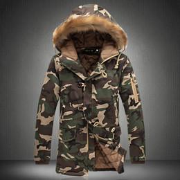 2019 giacche invernali in camo mens Uomo Inverno Camouflage Parka Mens militare medio-lungo cappotto invernale ispessimento cotone imbottito giacca invernale da uomo con cappuccio in pelliccia giacche invernali in camo mens economici