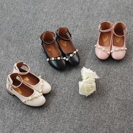 2019 chaussures en gros de brevets pour bébés Automne filles chaussures 2018 nouveaux enfants rivet perle princesse chaussures enfants rondes boucles de chaussures PU chaussures filles de mode chaussures plates unique Y4535