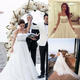 Wholesale strapless beach wedding bride - Strapless Sweetheart Neckline Wedding Dress with Corseted High Back Crepe Satin Bodice Bridal Gown Organza and Tulle Layered Bride Wear