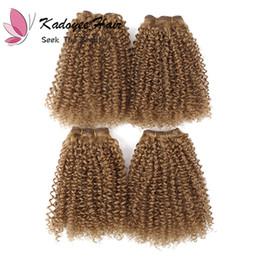 Canada Noble coiffures couleur dorée 1b 27 brésiliens bouclés afro crépus paquets de cheveux bouclés avec des fermetures pour la pleine tête 8pcs / pack pour les femmes Offre