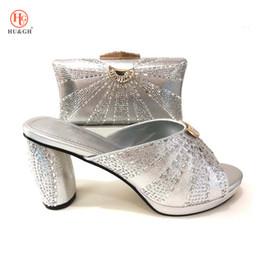 ef639b81f4b61 2018 New Italian Silver Color Femmes Chaussures De Mariage Avec Sac Assorti  Africain Chaussures À Talons Hauts Et Sac Ensemble Ladies Party Dress  Chaussures ...