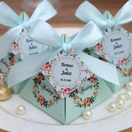 2019 salto di plastica all'ingrosso 50 pz Spedizione gratuita rosa / viola / Tiffany Blue Floral Pyramid Bomboniera Candy Boxes Bridal Shower Party Paper Gift Box
