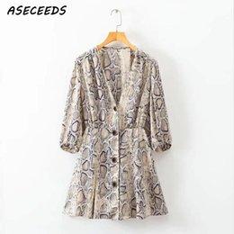 Корейское сексуальное вечернее платье онлайн-женщины лето dress Sexy v шеи кнопка змея печати night party dresses повседневная с коротким рукавом мини dress корейский пляж vestidos