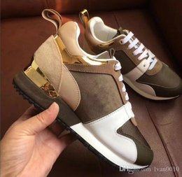 Wholesale mixed color rubber band - Luxury brand leather casual shoes Women Designer sneakers men shoes genuine leather fashion Mixed color original box