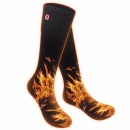 Tamanho livre homens mulheres meias de aquecimento elétrico. O inverno frio 2.4V aquece o presente perfeito das peúgas aquecidas bateria aos amigos dos pais de