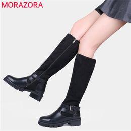 botas de tejido elástico para mujer Rebajas MORAZORA Rusia para mujer botas de moto negro Stretch Fabric rodilla botas altas mujeres zapatos de invierno botines femeninos envío de la gota