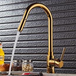 Luxus küchenarmaturen online-Luxus Gold Küchenarmatur Einzigen Griff Ziehen Küchenarm Sprayer Swivel 360 Grad Messing Waschbecken Wasserhahn Mischer