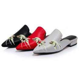 Wholesale Western Slides - Western Retro Embroidery Floral Cover Toe Slides 2017 New Summer Comfortable Outwear Pointed Toe Women Slippers