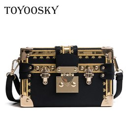 8d3d35fc08 TOYOOSKY Famous Brand Rivet Box Borse Donna Mini Cube Marca Design  Originale Borse Crossbody per Le Donne Messenger Bag Sac A Main scatola  sacchetto ...