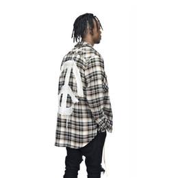 Tissu de flanelle à carreaux en Ligne-2018 Automne Hip Hop Hommes Tissu De Flanelle À Carreaux Neutre Derrière Alphabet Motif Unisexe