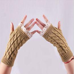 Luvas sem dedos crocheting on-line-Outono Inverno Novo Calor Metade Luvas Sem Dedos Mulheres Meninas Macio de Malha Rendas Crochet Mitten Luva