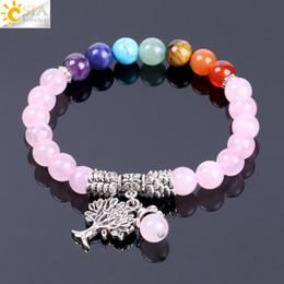 Cristales de gemas online-CSJA Natural Rose Crystal Quartz 7 Chakra Gem Stone Bead Pulsera Árbol Colgante Oración Curación Estirar Brazaletes Joyería de Las Mujeres F129