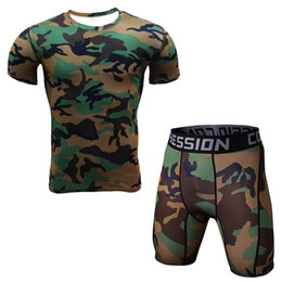 camouflage t shirt homme polyester Promotion Nouveau 2 Pièce Hommes T Shirt Et Collants Compression Set Fitness Workout Camouflage 3d Imprimer Mma Vente Chaude Rashguard Crossfit Gymnases Vêtements