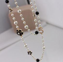 Elegantes Mujeres Número 5 Cadena Suéter Largo de Perlas Negro Esmalte Blanco Camellia Flor Collar de Mujer Chica Accesorios de Joyería Del Partido desde fabricantes