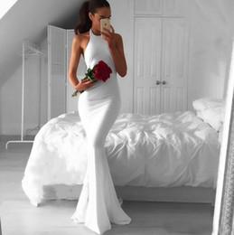 gli abiti di sera poco costosi spedicono velocemente Sconti Sexy Backless White Long Mermaid Abiti da sera 2017 Cheap Fast Shipping semplice Halter arabo vestito da promenade africana Abiti formali