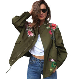 Peonia s online-2018 Cappotti Basic da donna Peonia floreale Verde militare Giacca da ricamo estiva Streetwear patch Rivet Zipper Retro Parka