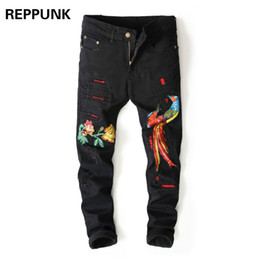 Muchachos pantalones negros flacos online-Moda Skinny Black Jeans Destroyed Men Patchwork Roto Pantalones lápiz para hombre Hip Hop bordado Phoenix Flores Boy Trousers