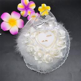 almofadas em forma de coração de casamento Desconto Forma do coração Flor Rosa Travesseiro Renda Originalidade Do Cabelo Do Avestruz Caixa de Armazenamento De Artigos de Casamento Anel Branco Cor Pura 15 68bt bb