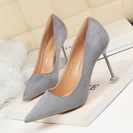 2019 zapatos de pedicura Nueva moda sexy pedicura era delgada zapatos de tacón alto de tacón de aguja de tacón bajo boca puntiaguda solo vestido banquete de boda zapatos zapatos de pedicura baratos
