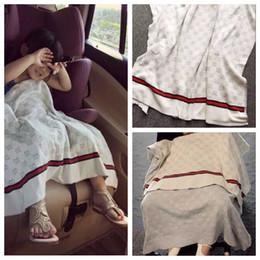 INS мода кондиционер Одеяло для младенческой ребенка вязаный хлопок мягкий пеленание для мальчиков девочек дизайнер письмо роскошные одеяла для детей от