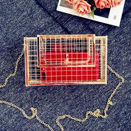 2019 roségoldbeutelketten 2018 neue Frauen Messnger Tasche Metall Net Taschen Rose Gold Mesh Grid Cage Kupplung Damen Single Kette Umhängetasche weibliche Kupplung 139 rabatt roségoldbeutelketten