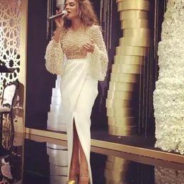 2019 organza vestido de frente dividido 2018 Branco Pérolas Jóia Frisado Organza Prom Vestidos Longos Mangas Poeta Árabe Dubai Vestidos de Noite Frente Dividir Tornozelo-Comprimento Partido Vestidos organza vestido de frente dividido barato