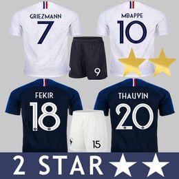 France França 2018 Thauvin FEKIR JERSEY + SHORTS GRIEZMANN DEMBELE POGBA MBAPPE Futebol MARTIAL KANTE Camiseta GIROUD Camisa Uniforme Maillot de Pé Camiseta de