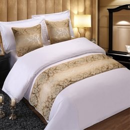 Золотое полотенце онлайн-Luxury Golden Floral Bedspread Double Layer Bed Runner Bedding Single Queen King Bed Cover Towel Protector Home Hotel Decor