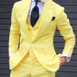 Sarı 3 Parça Erkekler Suits 2018 Custom Made Son Pantolon Ceket Tasarımları Moda Erkekler Suit Düğün Mamülleri Adam Suit (Ceket + Yelek + Pantolon + Kravat) nereden tek parça tasarım tedarikçiler