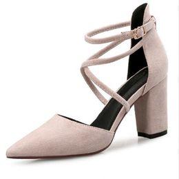 2018 Spring Nude High Heels Female Tips Gruesas con Word Hebilla Sandalias Moda Joker Zapatos Mujeres High Heels desde fabricantes