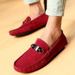2017 nuovo set di piselli scarpe da uomo tendenza coreana di scarpe casual  selvatici pelle bovina morbido fondo Inghilterra scarpe da guida 14f0b17ba19