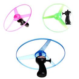 2019 blinkende windmühlenspielzeug LED beleuchtete Spielwaren Handfliegen UFO Ball LED Mini Induktions-Suspendierung RC Flugzeug-Fliegen-Spielzeug-Drohendropf, der LED-Fliegenspielzeug versendet.