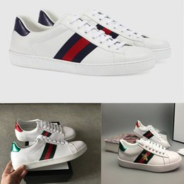 Wholesale embroidered top women - Personality Fashion Luxury Brands Designer Sneakers Lace-up Running Shoes With Top Quality Genuine Leather Bee Embroidered Men Women Casual
