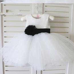 Canada Petite robe de bébé pour bébé Toddler Flower Girl Dress avec ceinture noire Offre