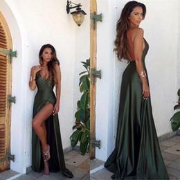 2018 Sexy verde oliva Backless Split elegante semplice abito da ballo di  promenade scollo a V lungo pavimento lunghezza abiti da sera sconti parti  divide ff2d79ea8c4